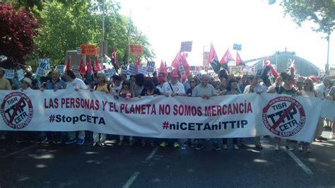 Miles de personas se manifiestan contra el CETA en Madrid ...