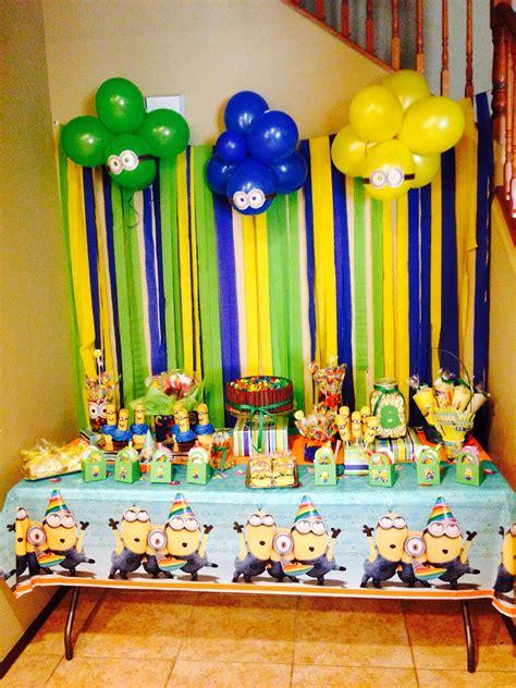 Minion Theme Birthday Party. Minion Twinkies. Kitkat Cake ...