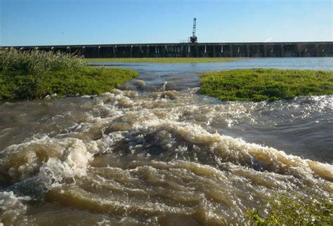 Mississippi River hits flood stage in Baton Rouge on ...