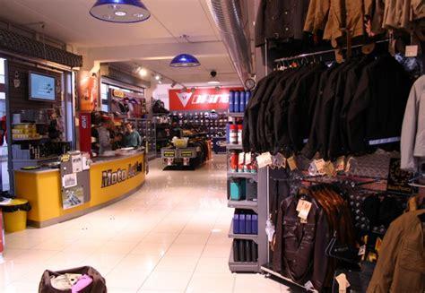 Mobiliario Comercial para Automoción y Tienda de Motos