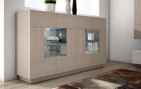 Moderno mueble auxiliar con vitrinas expositoras en roble ...