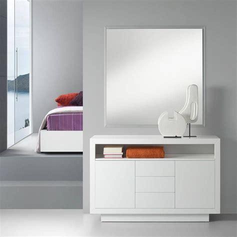 Moderno mueble para el recibidor con dos puertas y un ...