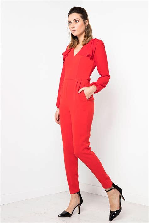mono largo color rojo con bolsillos