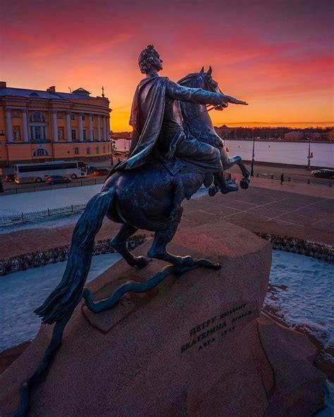 Monumento a Pedro I en la Plaza del Senado, en el corazón ...