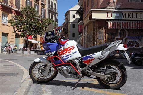 Moto honda africa twin em Málaga, Espanha — Fotografia de ...