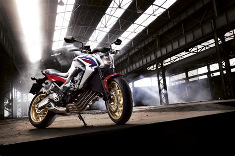 Moto permis A2 : 300 cm³ ou moto bridée 47 chevaux ...