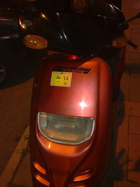 Motos en Malaga: Ocupa mas la pegatina que la moto