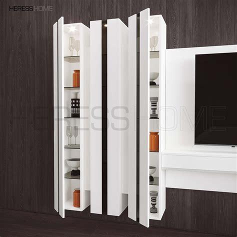 Mueble auxiliar con un diseño original estrecho y alargado ...