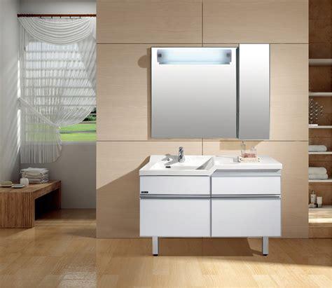 Mueble de baño con espejo :: Imágenes y fotos