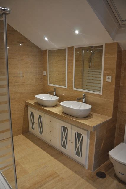 Mueble de lavabo a medida de mármol travertino.   Clásico ...