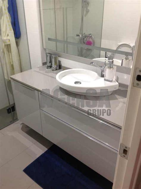 Mueble de lavabo a medida, y lavabo sobre encimera con ...