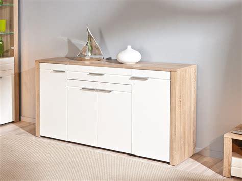 Mueble de salón en roble y frentes en blanco de alto brillo