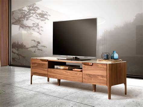 Mueble de TV fabricado en madera chapada en nogal   Angel ...