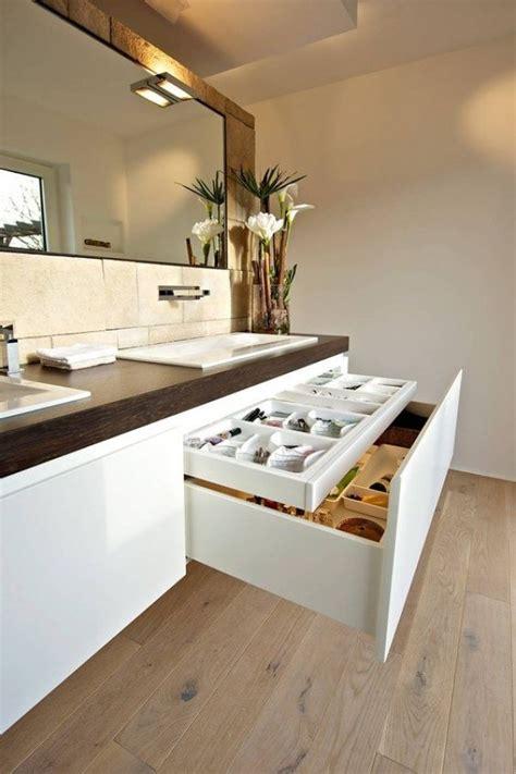 Mueble MDF a medida con lavabo Corian 561 | Baños de autor