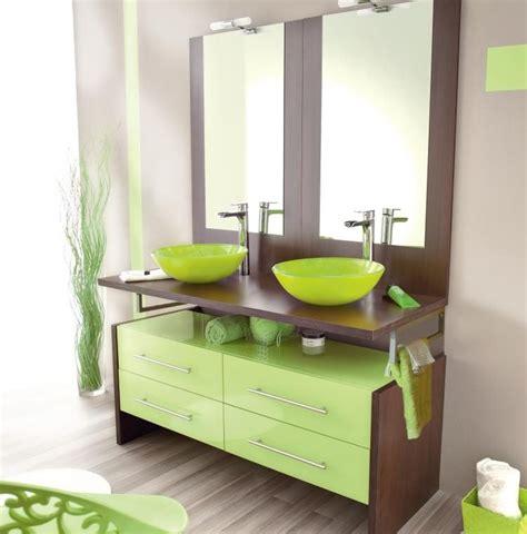 Muebles de baño modernos en verde :: Imágenes y fotos