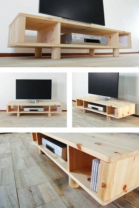 Muebles de tv modernos con madera pino   Diseños sencillos ...