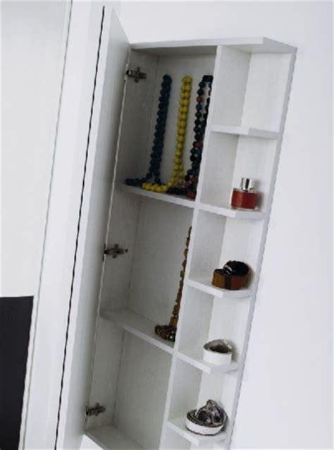 Muebles polivalentes. Detrás del espejo se esconde un ...