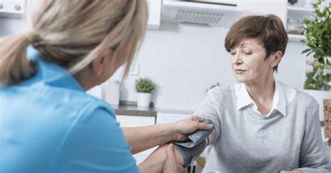 Mujeres mayores de 40 años deben revisar su presión ...