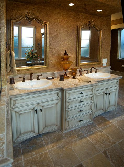 Mullet Cabinet — Traditional Vanity Bathroom