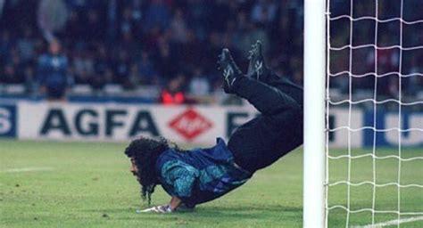 Mundo del fútbol recuerda 25 años del 'escorpión' de René ...
