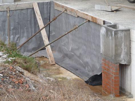 Muro de contencion edificacion Vallirana P1020130 min ...
