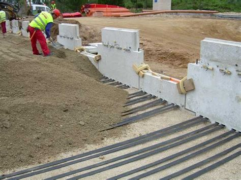 Muros de tierra mecánicamente estabilizada: Tierra Armada ...