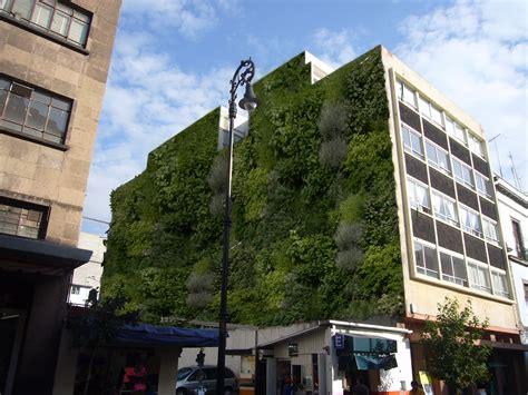 Muros verdes invaden la Ciudad de México