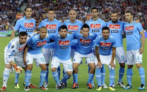 Nápoles hace soñar a sus fans en fútbol italiano