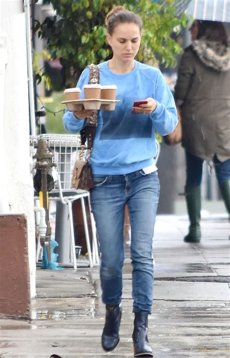 Natalie Portman   Buying Coffee in Los Angeles 03/22/2018
