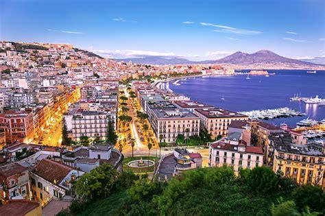 Neapel   eine italienische Stadt wie keine andere ...