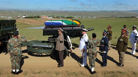 Nelson Mandela s homecoming: Mourners gather to say ...