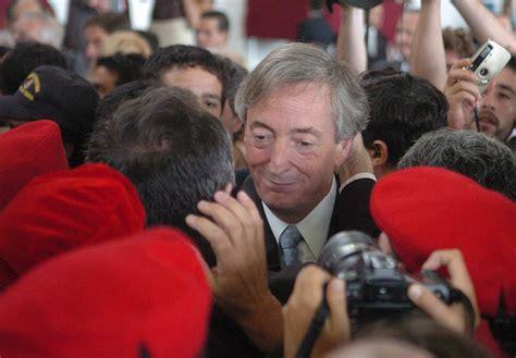 Néstor Kirchner firma un decreto para pensiones a ...