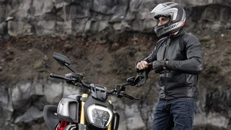 New Ducati Diavel 1260 | The Maxi Naked Powerful and Muscular