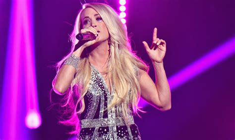NFL fans hated Carrie Underwood's new 'Sunday Night ...