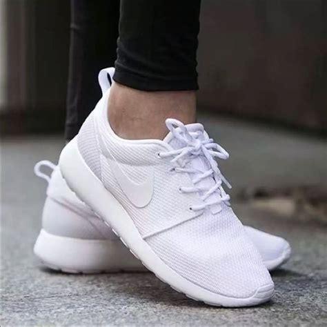 Nike kids all white roshe runs | White nike roshe, White ...