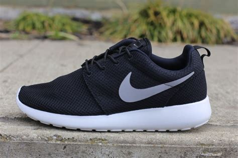 Nike Roshe Run  Black/Medium Grey Gamma  | Complex