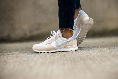 Nike Women s Internationalist White/Light Bone Pale Ivory ...