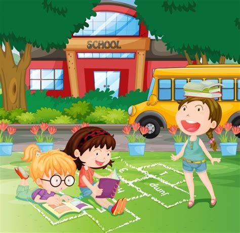 Niñas leyendo en el patio de la escuela   Descargar ...
