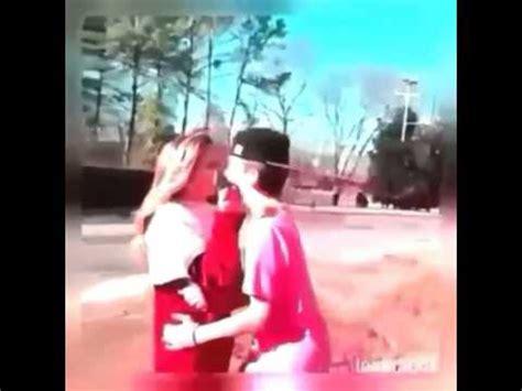Niño besa a niña por la cara   YouTube