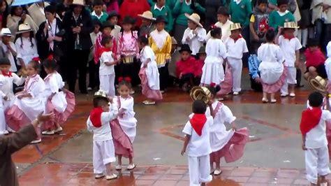 Niños del colegio de Sora, Boyacá, bailando la cumbia ...