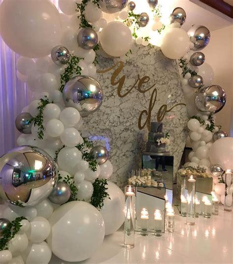 Nuestros globos blancos y plateados lucen impecables en ...