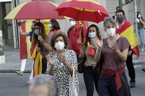 Nueva cacerolada de protesta contra Pedro Sánchez en Sevilla