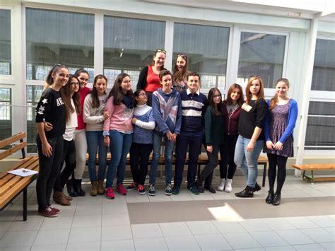 Nueve alumnos y una profesora del Colegio Santo Tomás La ...