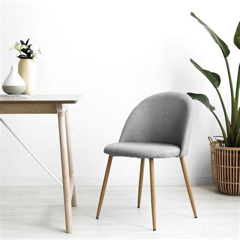 Odette silla cómoda tapizada gris con patas de madera  con ...