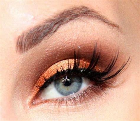 Ojos maquillados en tonos naranja ~ Manoslindas.com