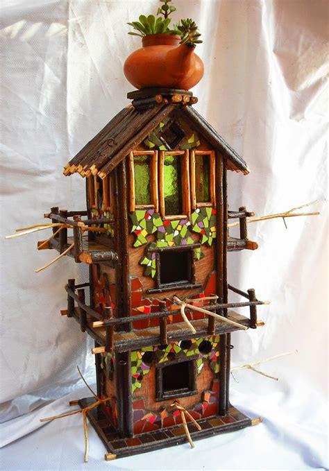 Otras casitas para pájaros decoradas en trencadís ...