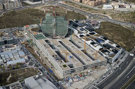 Overview of New Headquarters for BBVA. La Vela extends the ...