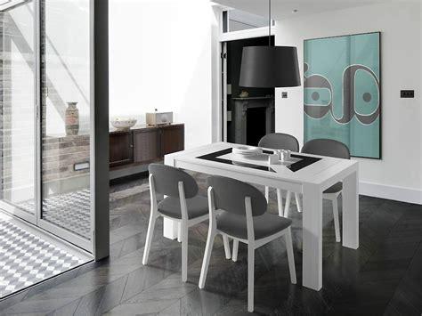 Pack de mesa de comedor + 4 sillas