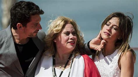 Paco León repite película con su madre en «Carmina y amén»
