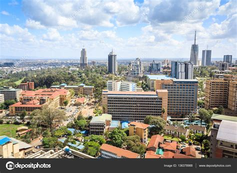 Paisaje urbano de Nairobi   capital de Kenia — Foto de ...